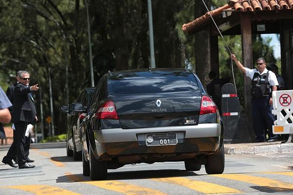 Após regulamentação, Uber poderá virar carro oficial para autoridades