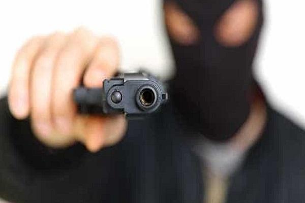 Banco pagará R$ 500 mil para família de funcionário usado como escudo humano em assalto