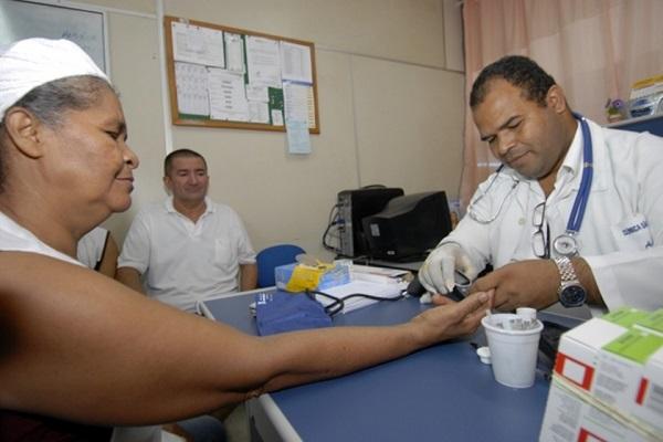 Ministro descarta validação de diploma de médicos venezuelanos