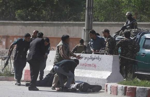 Duplo atentado em Cabul deixa 25 mortos, incluindo nove jornalistas