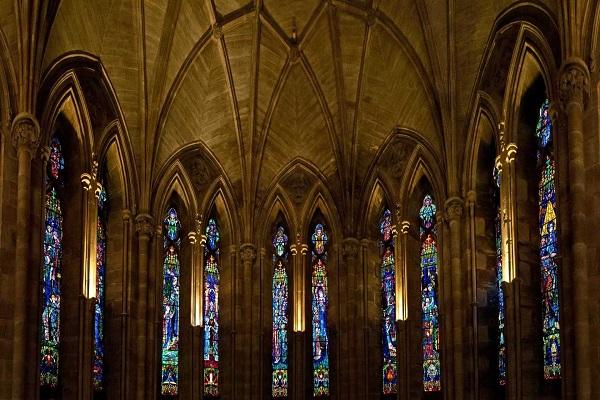 Coroinha contrai DST e acusa líder de estupro dentro de paróquia