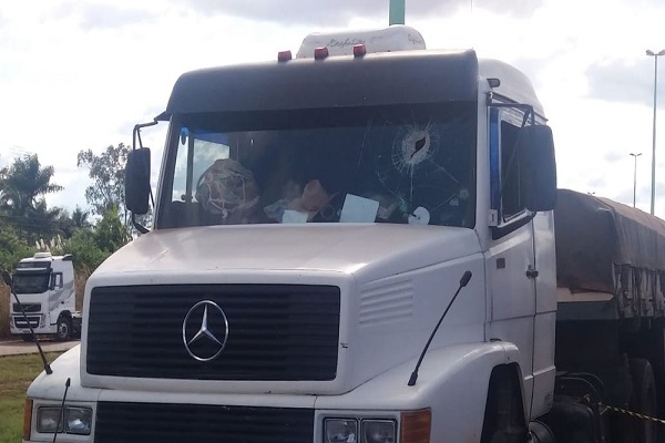 Caminhoneiro é morto com pedrada na cabeça em Rodovia de RO