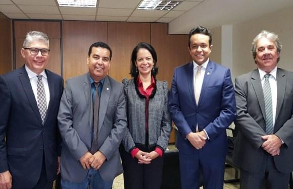 Deputado Federal Lindomar Garçon vai ao Ministério das Cidades e pede apoio para Prefeitura de Porto Velho agilizar entrega de títulos