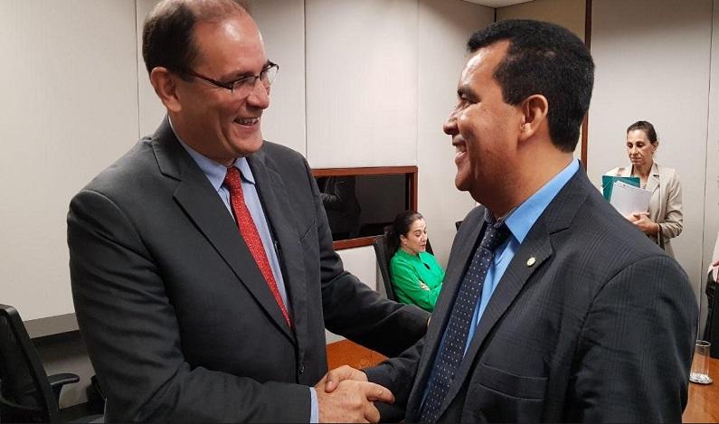 Licitação do transporte escolar da Santa Marcelina sai dia 15, confirma Daniel Pereira a Deputado Garçon