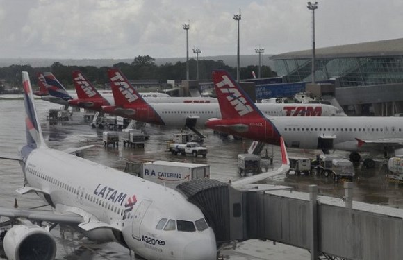Pousos e decolagens no aeroporto de Brasília estão restritos