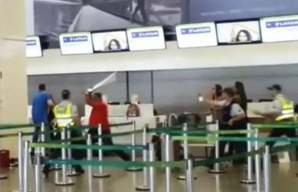 Sargento dos Bombeiros perde voo e surta no aeroporto de Brasília; veja vídeo