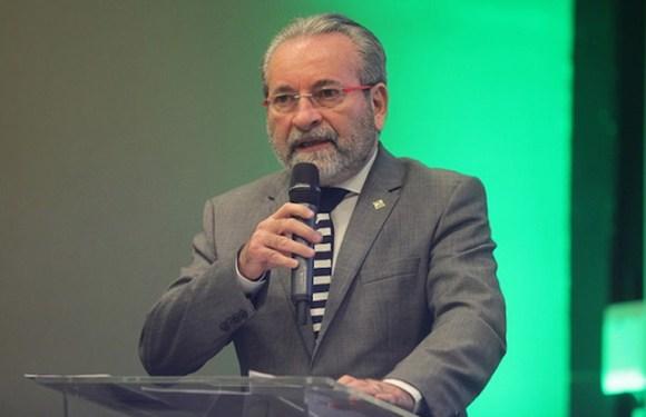 Sem cortinas de fumaça na saúde – José Hiran da Silva Gallo*