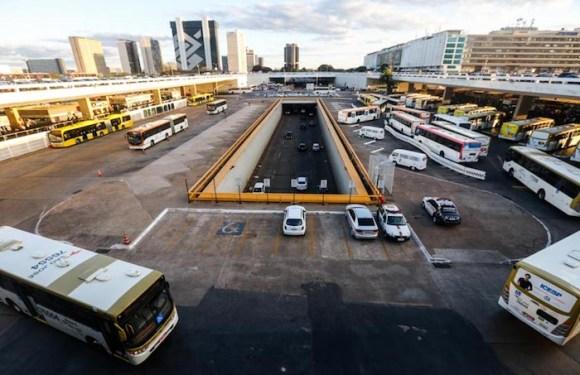 Mãe tenta jogar filha de 3 anos de viaduto no centro de Brasília