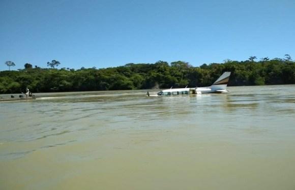 Avião de pequeno porte faz pouso forçado em rio do PA; piloto diz à polícia que matou homem em voo após testemunhar assassinato
