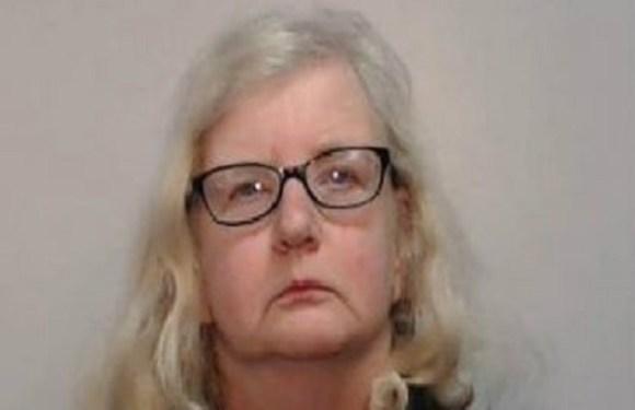 Mulher é condenada após confessar morte de pai depois de 12 anos