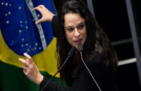 'Quero olhar nos olhos dele primeiro': Janaína Paschoal e a indecisão sobre ser vice de Bolsonaro