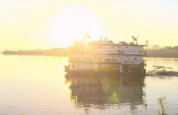 Dentistas voluntários de SP montam consultórios em barco para atender indígenas e ribeirinhos em RO
