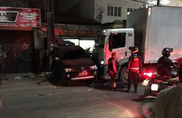 Motorista de caminhão embriagado atropela 17 pessoas e mata duas no CE