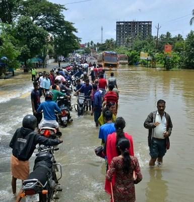 Inundações na Índia deixam mais de 320 mortos
