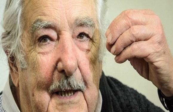 Mujica renuncia ao cargo de senador por motivos pessoais e 'cansaço'