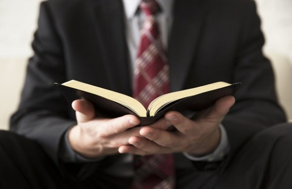 Pastor dá golpe de R$ 17 mil em fiel com suposta venda de terreno da congregação