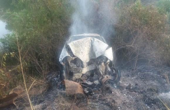 Dois adultos e uma criança morrem carbonizados em acidente de carro na BR-364 em RO
