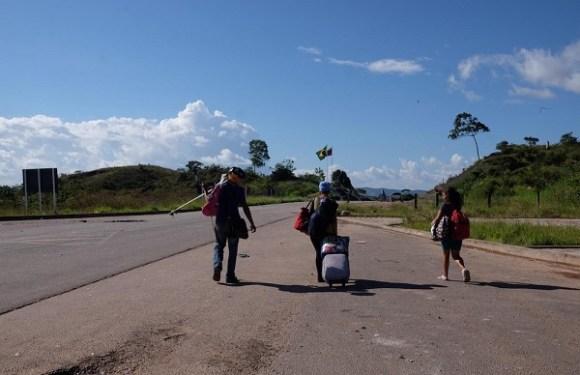 Após ataques de brasileiros, 1,2 mil venezuelanos deixaram o Brasil, diz Exército
