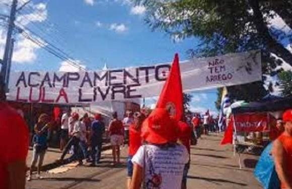 Em greve de fome por Lula, militantes recebem apoio de Nobel da Paz