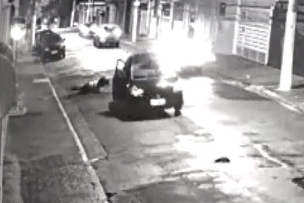 Mulher pula de carro em movimento em SP após sofrer sequestro e estupro; vídeo