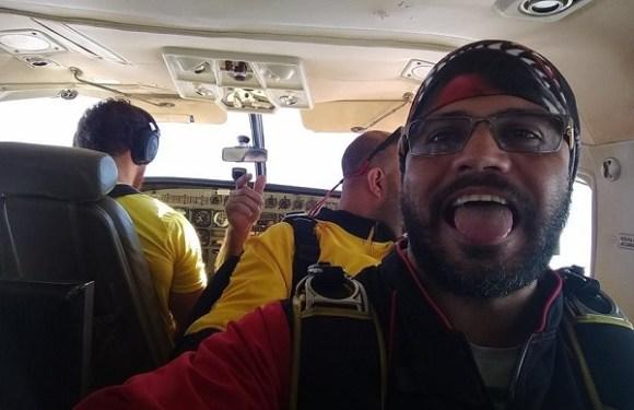 Paraquedista cai em rodovia e morre atropelado por carreta em SP