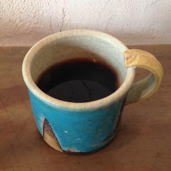 bin ジャムと珈琲、あるいはその他。のコーヒー「黒パン(カンパーニュ)」は陶器も魅力のひとつ