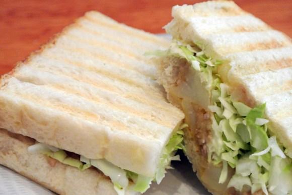 ミートとマッシュポテトのサンドイッチ