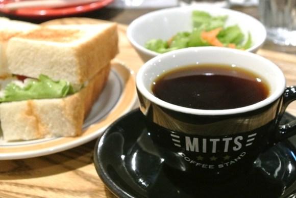 ミッツコーヒースタンドのスペシャルティコーヒーとサンドイッチ