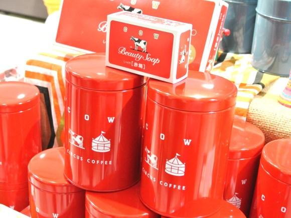 牛乳石鹸共進社とのコラボ缶「赤箱×サーカスコーヒー」