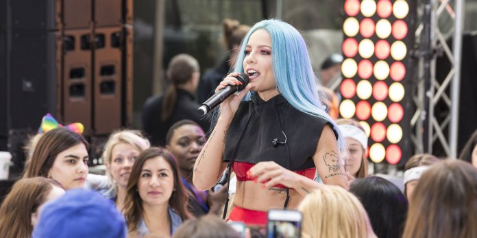 Celebrities with Chronic Pain - Halsey Endometriosis