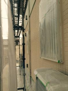 1階のサイディング壁のガイナ塗装です。 東面