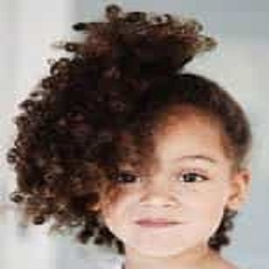 تسريحات شعر 2020 للبنات الصغار للشعر المجعد والقصير
