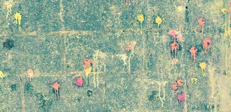 Paintball marks on cement wall. Paintball Mechelen - Where fun and tactics meet . Algemene info