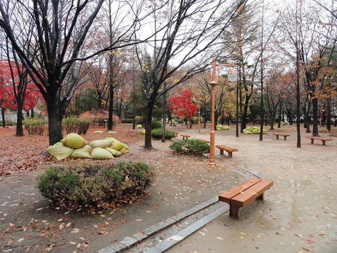 800px-dosan_memorial_park_-_seoul_south_korea_-_dsc00427