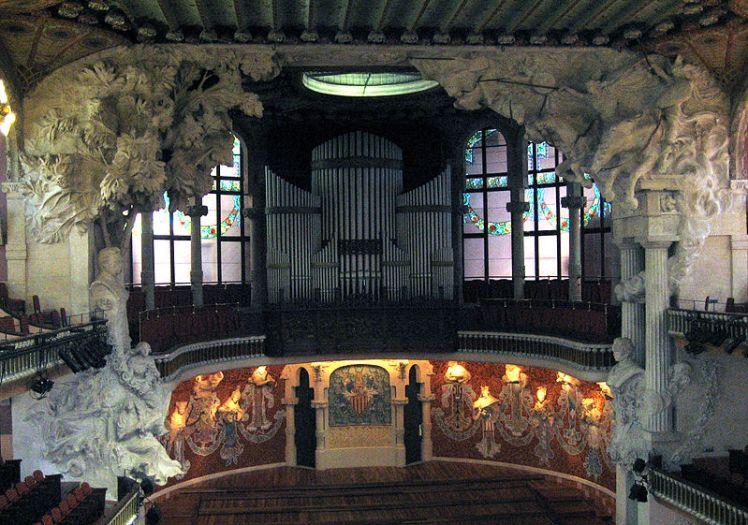 800px-escenario_palau_de_la_musica_catalana