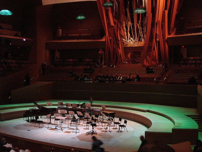 800px-wd_concert_hall_stage