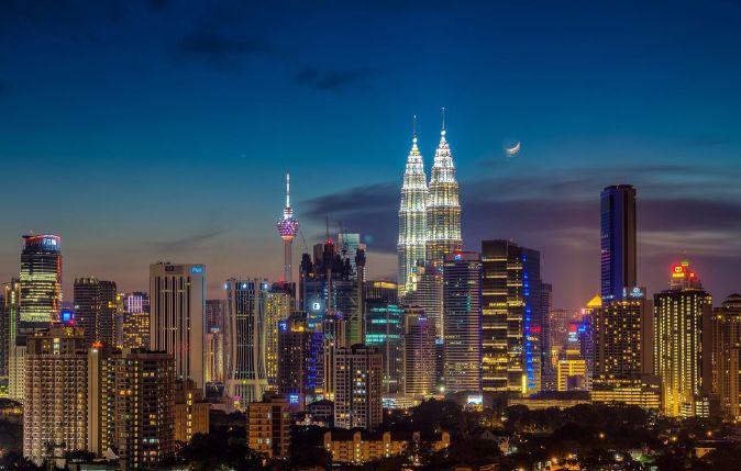 Moonrise_over_kuala_lumpur