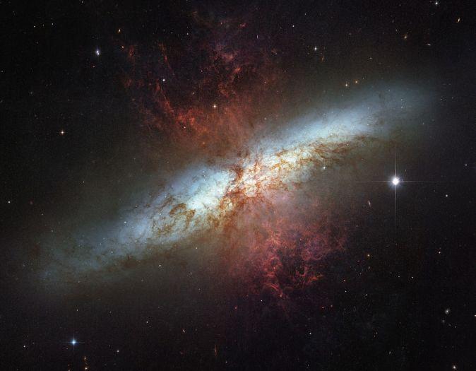 1024px-M82_HST_ACS_2006-14-a-large_web