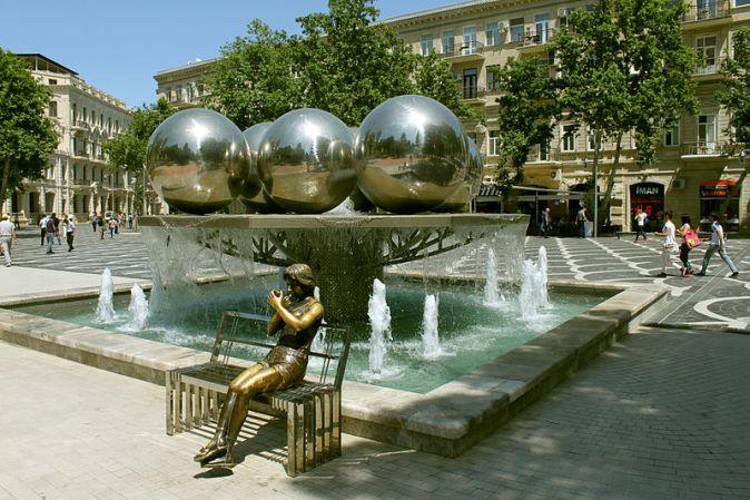 800px-Fountains_Square,_Baku_1