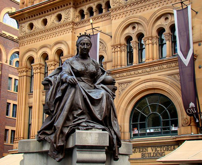 734px-Queen-Victoria-Statue-Outside-QV-Building