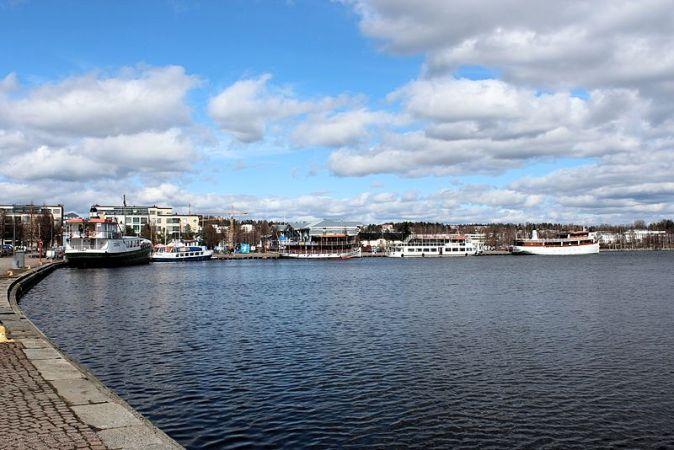 Port_intérieur_de_Kuopio_sur_les_bords_du_lac_Kallavesi._-_panoramio_(2)
