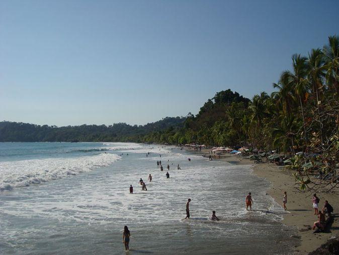 800px-Main_Beach_Manuel_Antonio_Park_Costa_Rica