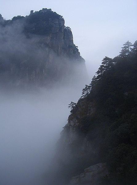 445px-Mount_Lushan_-_fog