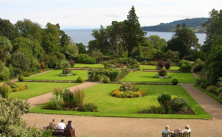 800px-Brodick_Castle_Walled_Garden