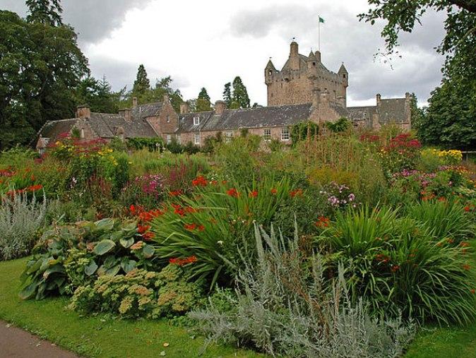 Cawdor_Castle_gardens_-_geograph.org.uk_-_684288