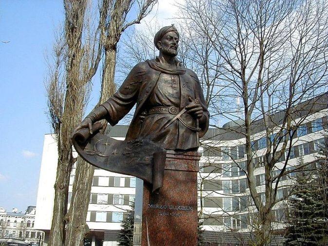Rīga,_Ulugbeka_piemineklis_2004-04-08_-_panoramio