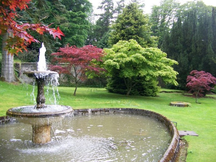 The_fountain_and_acers_just_outside_the_walled_garden_at_Kailzie_Gardens_-_geograph.org.uk_-_837514