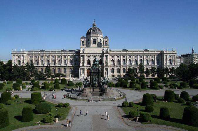 800px-Maria-Theresien-Platz_Kunsthistorisches_Museum_Wien_2010