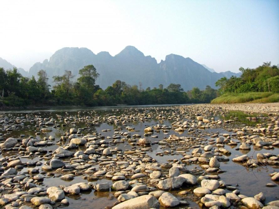 laos_vang_vieng_river_xong_water_stones_mountains_kasterberge-971231.jpg!d