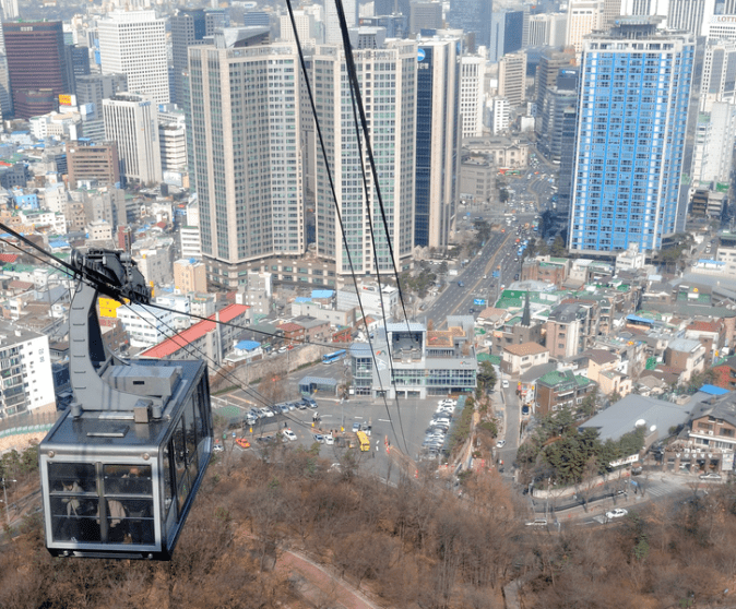 Namsan_cable_car_in_Seoul_Korea